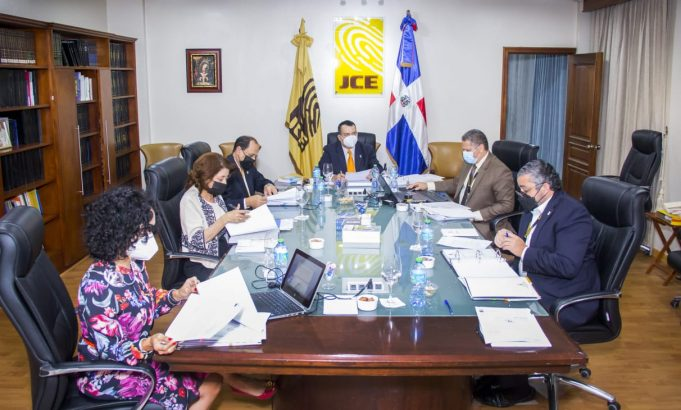 JCE aprueba auditoría externa para determinar uso de recursos destinados al voto en el exterior