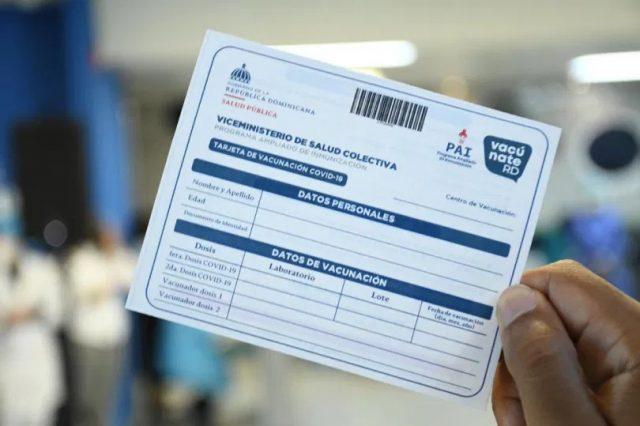 Denuncian que médico comercializa tarjeta de vacunación contra COVID a 500 pesos