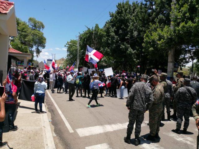 """Advierten a Haití que de no parar construcción de canal en el Masacre """"correrá la sangre"""""""