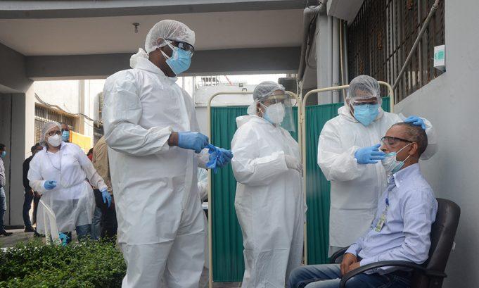 Ministro Salud Pública y presidente de la JCE se reúnen para tratar tema cifras de muertos por covid-19