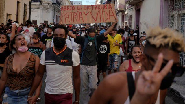 ¿Qué está pasando en Cuba? Crisis económica, protestas y el impacto de la pandemia